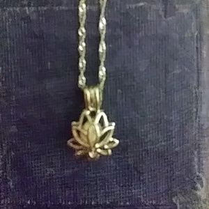 14k white gold lotus flower with natural pearl